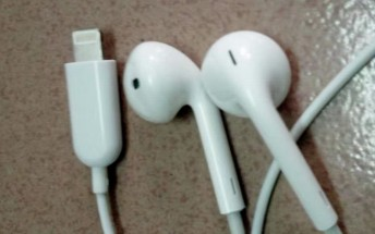 Apple EarPods with a Lightning connector spotted