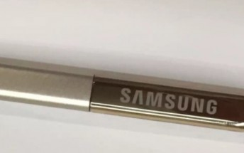 Alleged Samsung Galaxy Note 5 S Pen poses for the camera