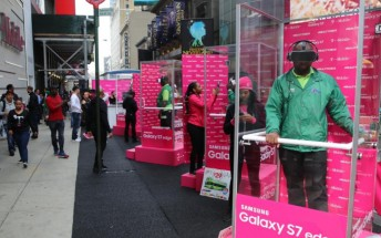T-Mobile demoing Gear VR in Times Square