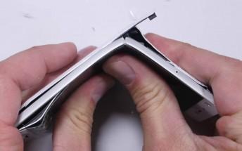 Watch Xiaomi Mi 5 crack and pop under pressure