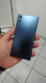 Sony Xperia F8331 photos