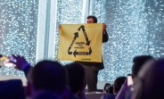 greenpeace_protester_makes_a_guest_appearance_at_samsungs_keynote