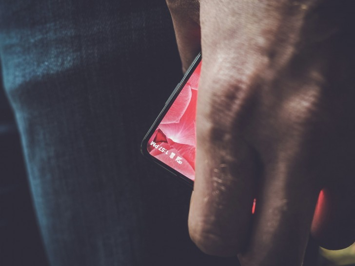 Andy Rubin's Bezel-Less Smartphone is Coming May 30th