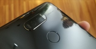 The aspheric lens points to a Leica camera on this Huawei device