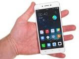Vivo X6 in the hand - Vivo X6 review