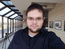 Selfie samples - indoor, good light: OnePlus 3T - Oneplus 3T vs. Google Pixel XL