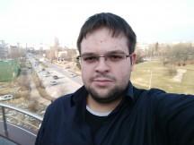 Selfie samples - outdoor, good light: OnePlus 3T - Oneplus 3T vs. Google Pixel XL