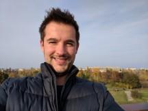 Selfie samples - outdoor, good light: Pixel XL - Oneplus 3T vs. Google Pixel XL