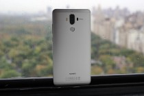 Dual camera flanked by flash and Laser AF - Huawei Mate 9 hands-on