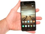 Huawei Mate 9 in the hand - Huawei Mate 9 review