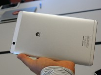 The metal build of the Huawei MediaPad M3 feels solid
