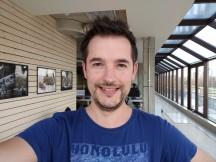 Selfie samples, daylight: Pixel XL HDR+ off - iPhone 7 Plus vs. Pixel XL