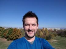 Selfie samples, daylight, pt. 2: Pixel XL HDR+ off - iPhone 7 Plus vs. Pixel XL