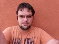 Selfie Large eyes - Samsung Galaxy C5 review