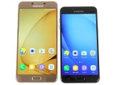 Samsung Galaxy C7 next to the smaller C5 - Samsung Galaxy C7 review