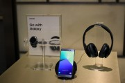 Samsung Level On headphones - Samsung Galaxy Note7 hands-on