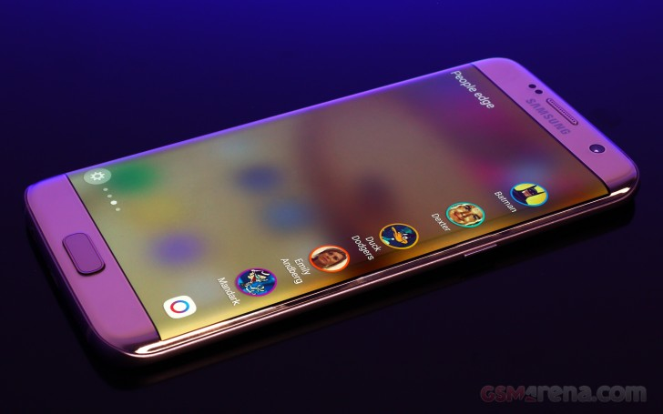 Samsung Galaxy S7 edge review: Edge features, Gear VR