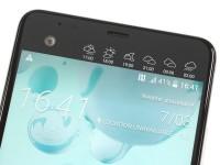 Selfie cam snuggled next to the secondary screen - HTC U Ultra review