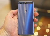 Huawei P10 in Dazzling Blue - Huawei P10 and P10 Plus hands-on