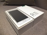 Oppo R11 retail box - f/2.0, ISO 400, 1/140s - Oppo R11 preview
