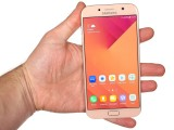 Samsung Galaxy A7 (2017) in the hand - Samsung Galaxy A7 (2017) review