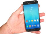Handling the Galaxy J7 (2017) - Samsung Galaxy J7 (2017) review
