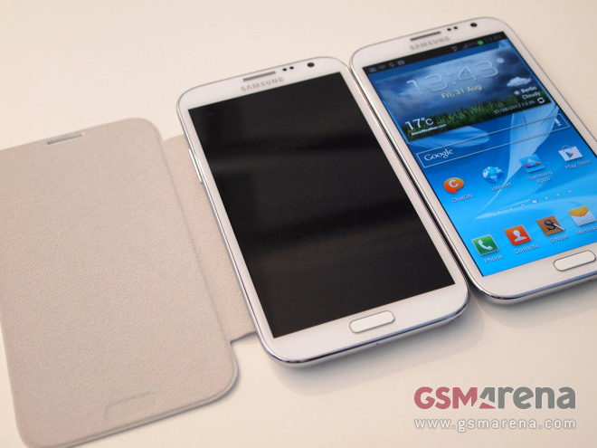 Galaxy S III flip case, but has the Note II paintjobs – Marble White