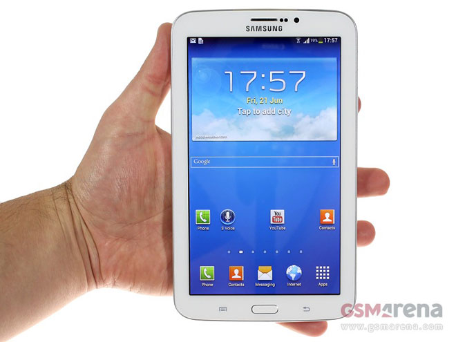 samsung galaxy tab 3 7 0 stops by poses for the camera