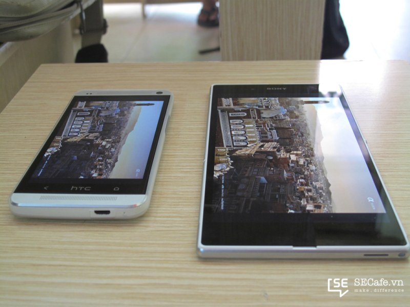 مقارنة بين Xperia Z Ultra و HTC One من ناحية الشاشة