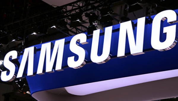 Samsung plans to introduce a curved display smartphone in October