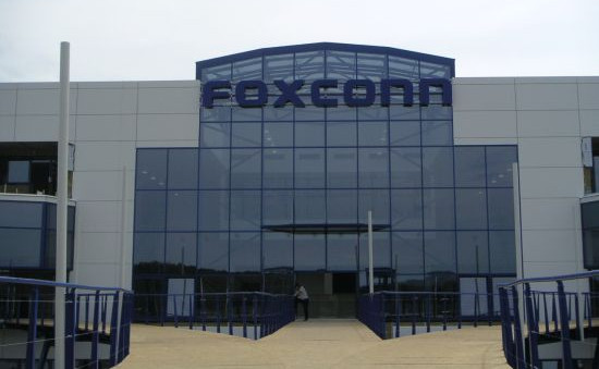 gsmarena 001 Apple may pay Foxconn more for each iPhone 6 Plus