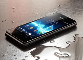 Sony Xperia V review: Bond's wetsuit