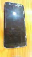 Silver Samsung Galaxy S7 and black Galaxy S7 edge
