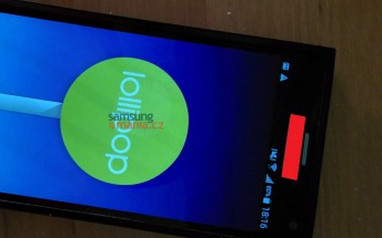 Samsung Galaxy Note 5 prototype allegedly pops up in live photo