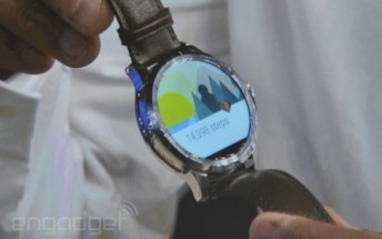 Fossil and Intel show a round Android Wear watch