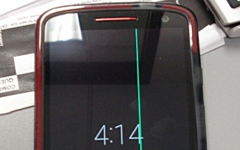 Motorola Droid Turbo 2 owners reporting mysterious green line on display