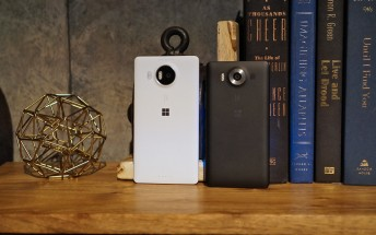 UK: Get a black Lumia 950 or 950 XL on an O2 contract, receive a £75 Amazon gift card