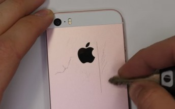 iPhone SE undergoes scratch, burn and bend tests