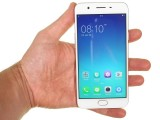 Oppo F1s in the hand - Oppo F1s Hands On