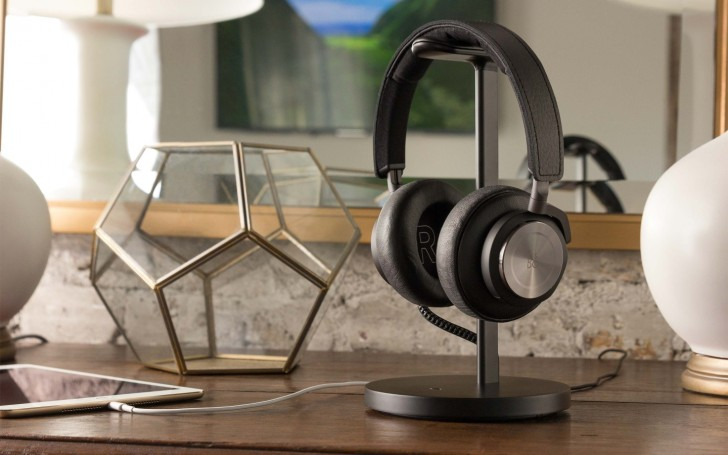Headphone Stand Designs : Twelve south fermata is a stand for your wireless headphones