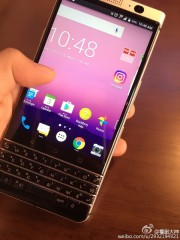 Alleged live images of the BlackBerry Mercury