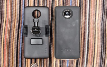 Motorola announces two new MotoMods: a Mophie Juice Pack and an Incipio Car Dock