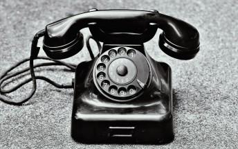 Counterclockwise: Motorola, Nokia and others invent the modern telephone