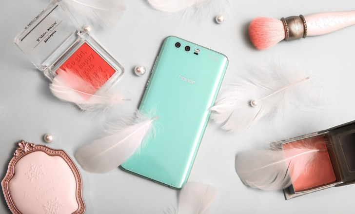 Honor  9 limited edition in Robin Egg Blue