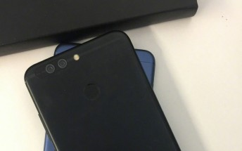 Honor V9 Mini allegedly leaks in live images
