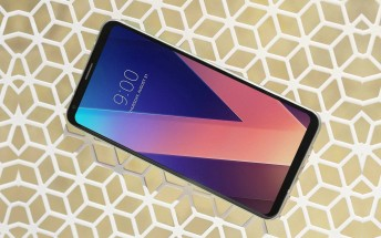 LG V30 supports Daydream VR, is the first phone to use T-Mobile's 600MHz network