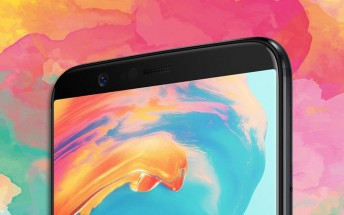 Top half of OnePlus 5T pictured
