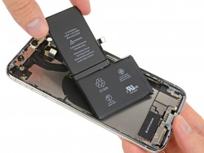 L-shaped battery in iPhone X (photo source)