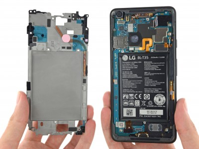 The heat pipe in the Pixel 2 XL keeps the Snapdragon 835 cool (photo: iFixit)