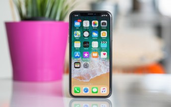Users report issues with answering incoming calls on the iPhone X